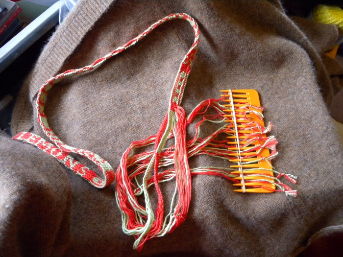 fingerloop braiding, 17th Century, letter braid, alphabet braid, solo braider, multiple braiders