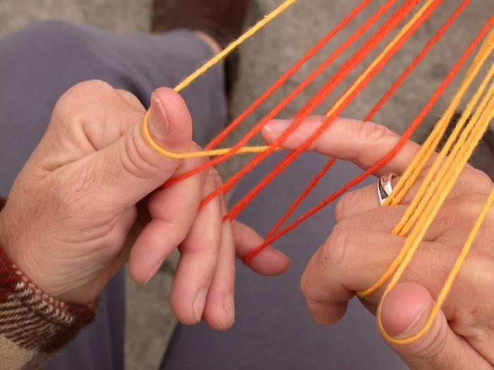fingerloop braiding, 9 loops, thumbs, instructions