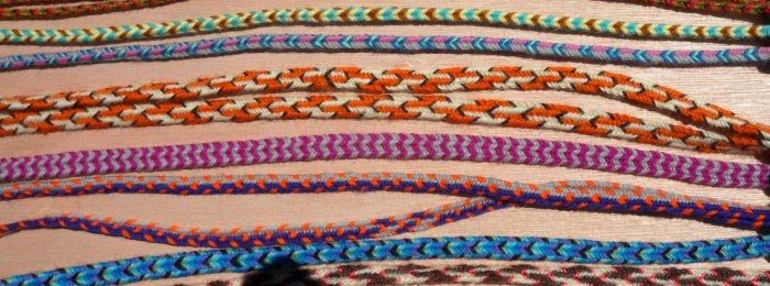 finger loop braiding, 7 and 8-loop wool braids, instructions, tutorials