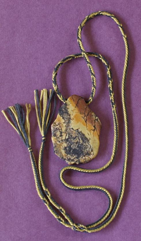 5-loop fingerloop square braid necklace with bicolor patterns