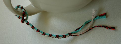 finger loop braiding, braid, instructions for making a bracelet