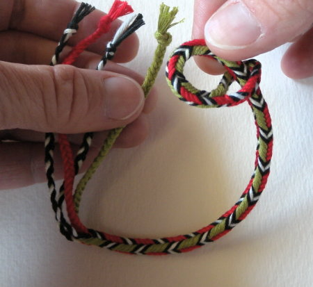 4 bicolor green/red loops, and 3 single-color loops (black, white, black)