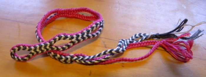 8-loop hollow braid, with linked loop exchanges