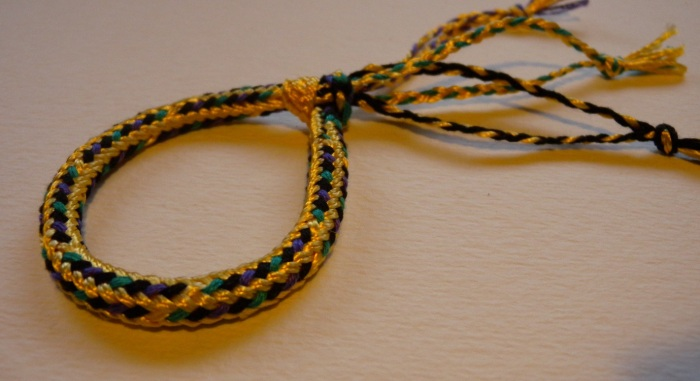 friendship bracelet, fingerloop braiding, 9 loops, hollow, medieval