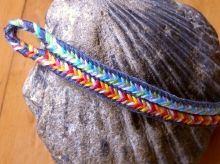 13-loop flat braid with bicolor loops and color-linking. Loop manipulation braiding/ fingerloop braiding
