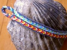 13-loop flat braid with bicolor loops and color-linking. Loop manipulation braiding/ fingerloop braiding
