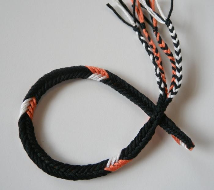 Reverse side of 7-loop Unorthodox braid of bicolor loops