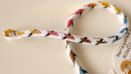 D-shaped 7-loop braid, asymmetrical color-pattern