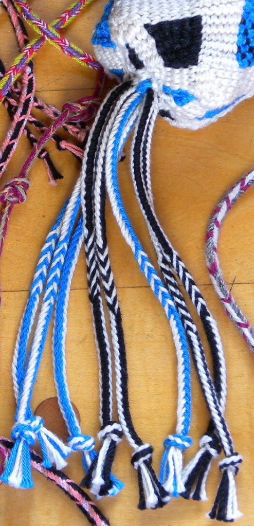 6-loop bicolor braids as fringe on a basket