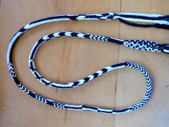 6-loop square braid with several 'automatic' bicolor patterns by loopbraider.com