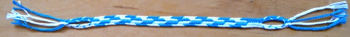 Flat Dark-Light Alternations pattern in a 7-loop braid, by loopbraider.com