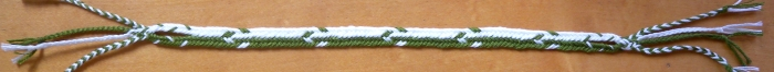 Flat linked bicolor braid with combo-pattern, loopbraider.com