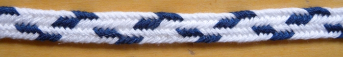 Narrower zig-zag pattern in a 7-loop flat fingerloop braid, loopbraider.com